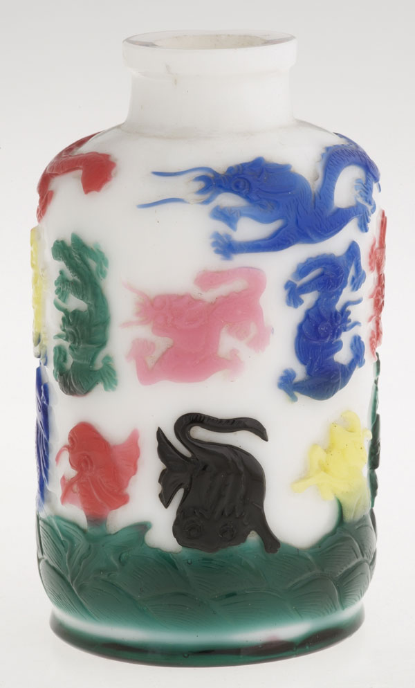 Chinese Snuff Bottle from Glasgow Museums with multi-coloured flashing
