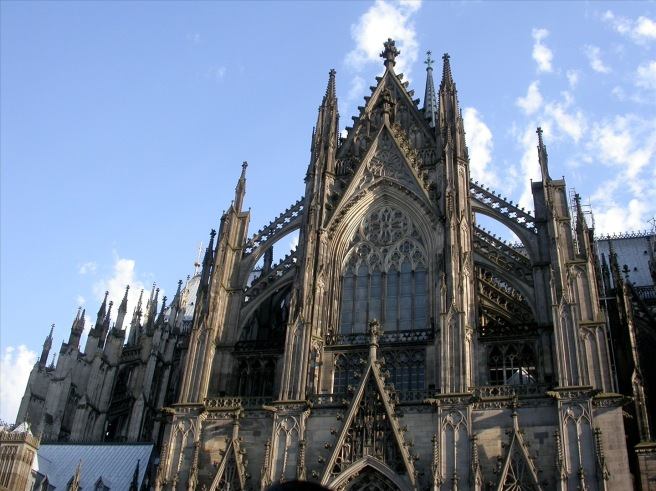 http://www.warrenjasonstreet.com/2012/03/cologne-cathedral-is-falling-down.html
