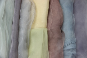 Coloured polyester produced with the dyes